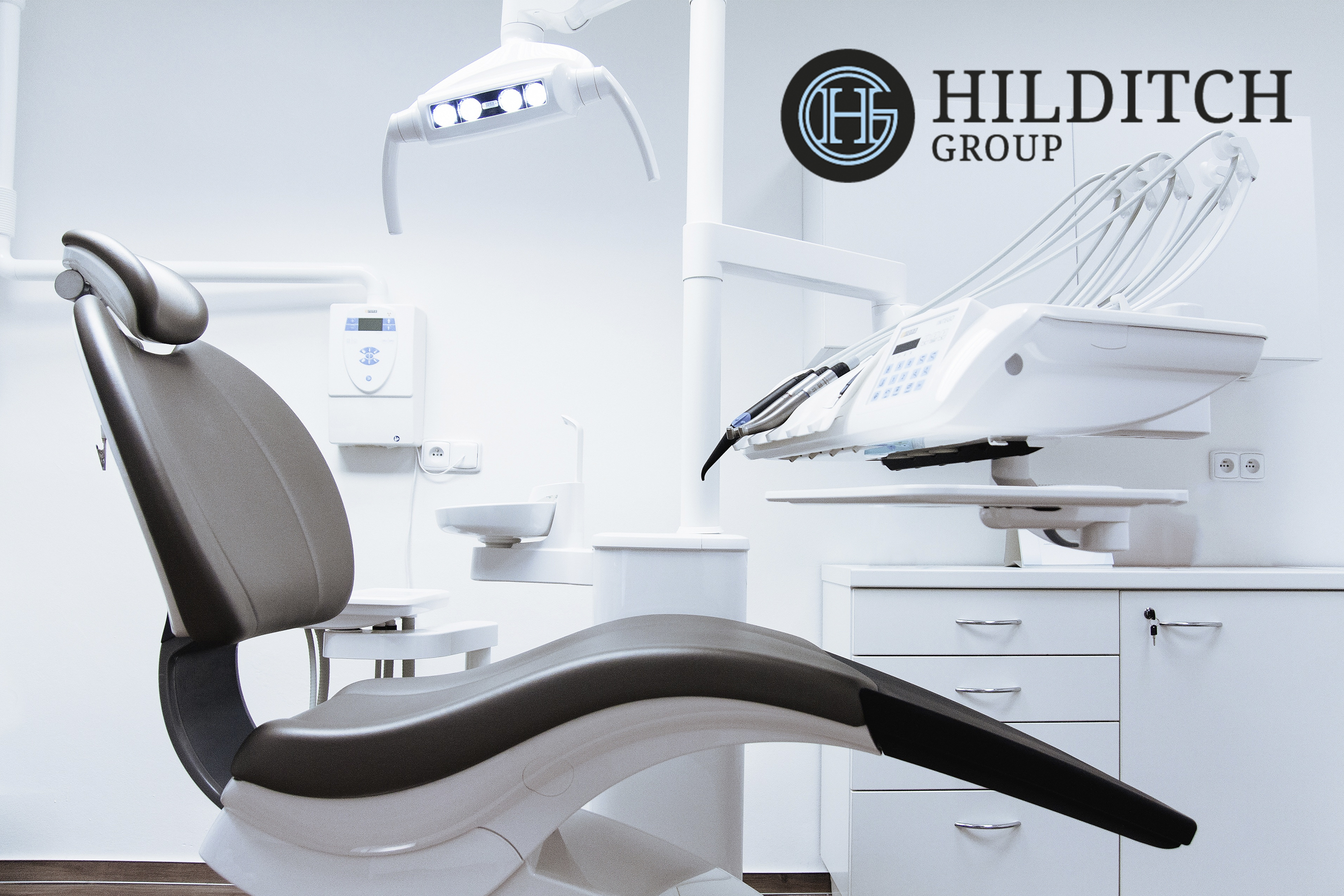 Canva_Dental_Chair_in_the_Dentist_With_Logo